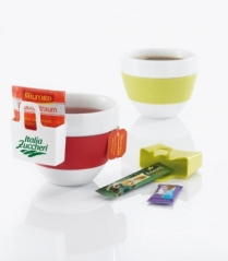 A tea bag, sugar and a piece of chocolate on your cup. Designed by Koziol (www.koziol.de)