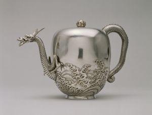 791px-Miyata_Nobukiyo_-_Dragon_Teapot_-_Walters_571162_-_Profile